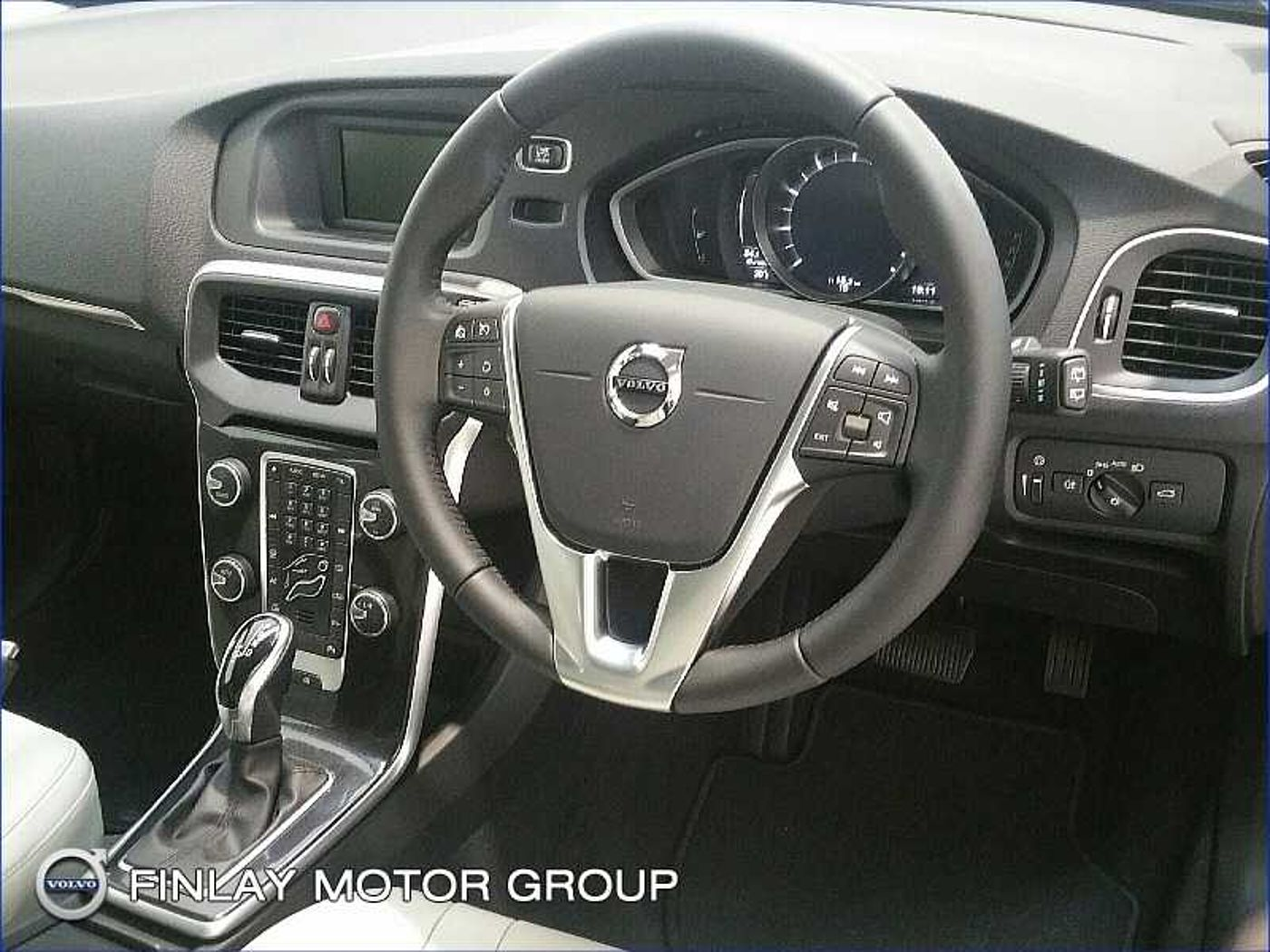 Volvo  T2 Momentum Automatic ( Rear Camera , Active TFT display )