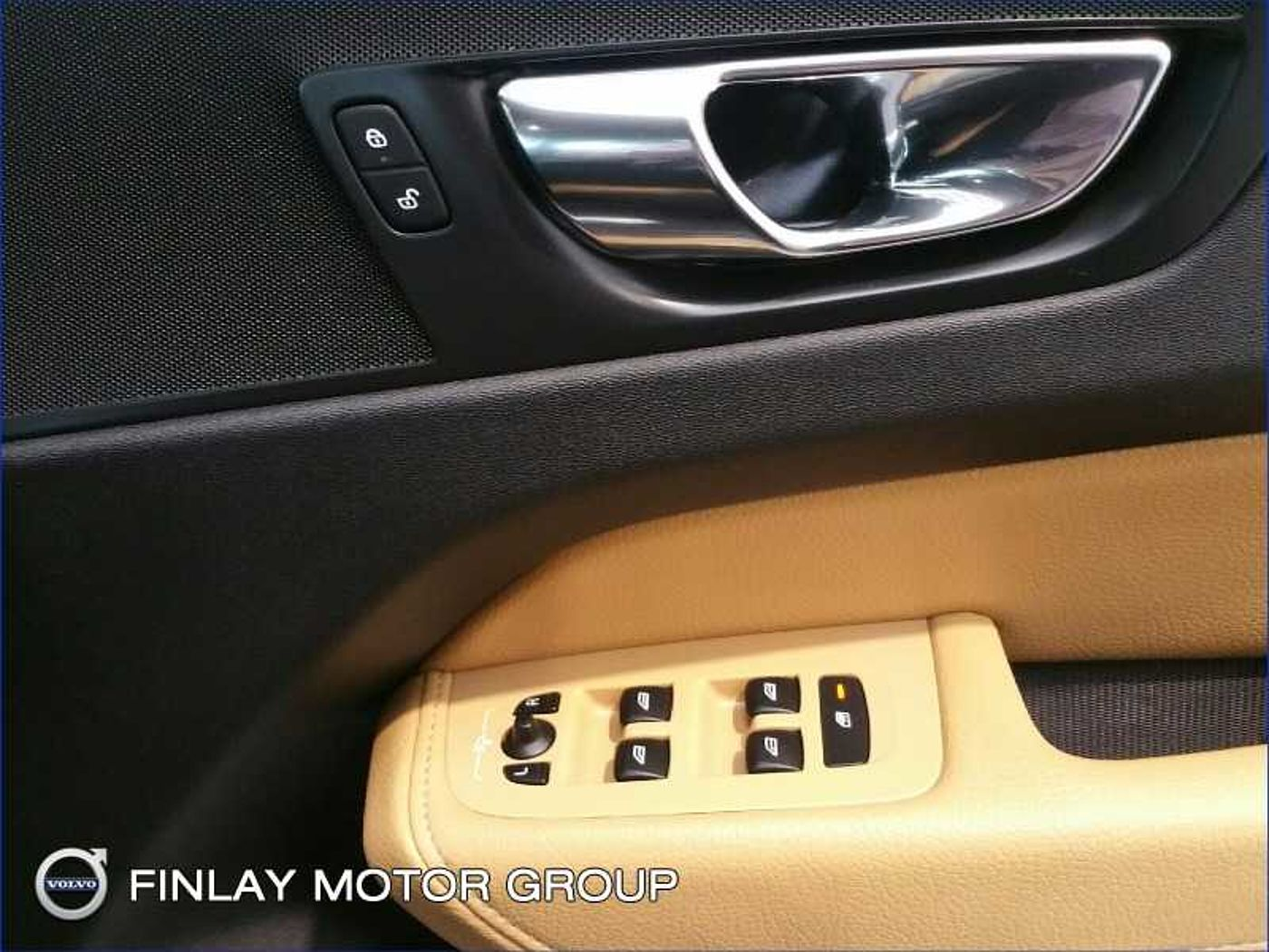 Volvo  D4 FWD Momentum Automatic , Parking Pack , Winter Pack