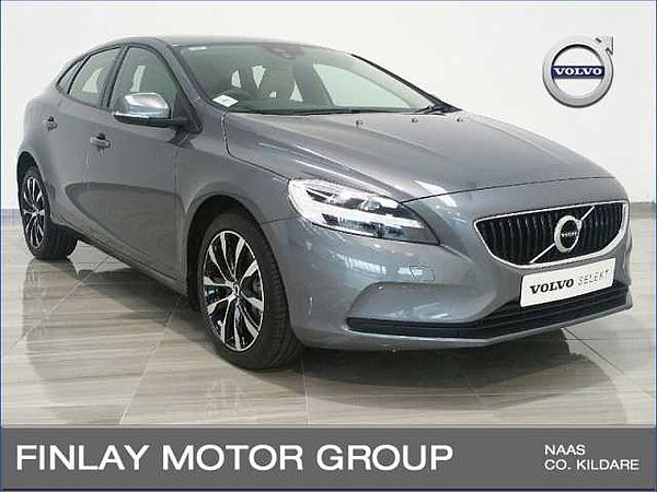 Volvo V40 T2 Momentum Automatic ( Rear Camera , Active TFT display )