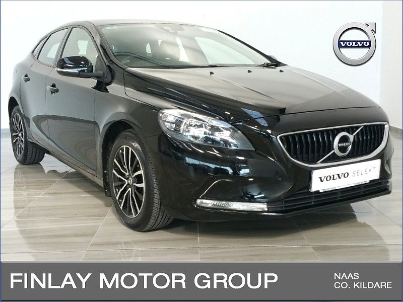 Volvo  D2 Momentum Manual (DAB, Bluetooth, Rear Park Assist & Rear Parking Camera)